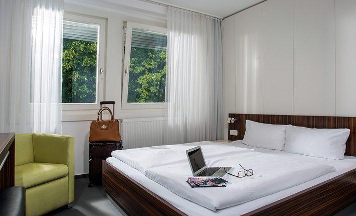 Gästehaus Berlin (3 Sterne Superior): Doppelzimmer. Fotograf: Sebastian Runge