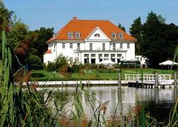 Akademie Berlin-Schmöckwitz: Herrenhaus von der Seeseite. Fotografin: Jutta Wrase