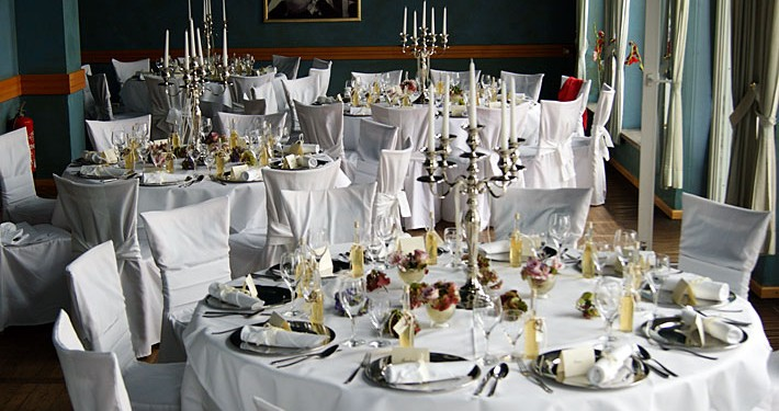 Hochzeit feiern im Herrenhaus: Bankett im Wintergarten