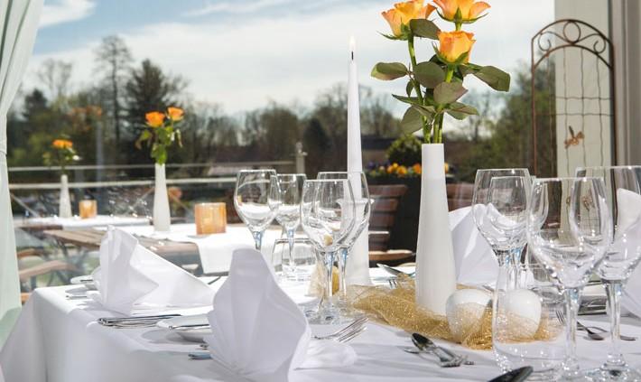 Restaurant Herrenhaus: Dinner-Table im Wintergarten. Fotograf: Sebastian Runge