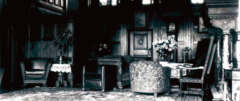 Historische Aufnahme vom Herrenhaus: Kaminzimmer
