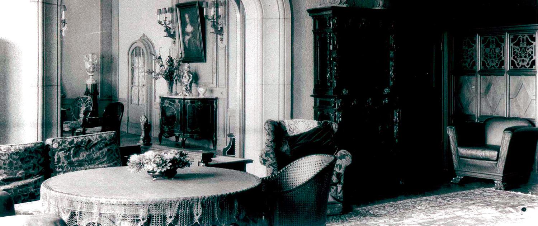 Historische Aufnahme vom Herrenhaus: Salon