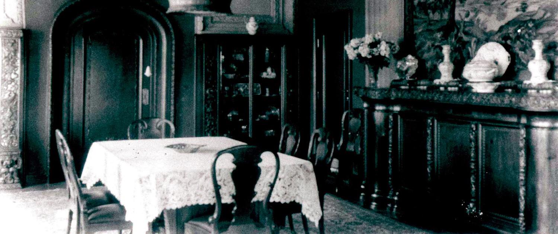 Historische Aufnahme vom Herrenhaus: Speisezimmer